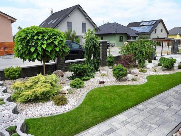 начинается как оформить газон перед домом фото рядом